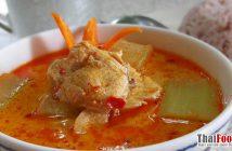 Chicken and winter melon curry or keag kua fak sai gai